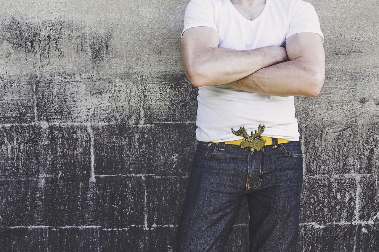 Männermode – Shirts modisch kombiniert