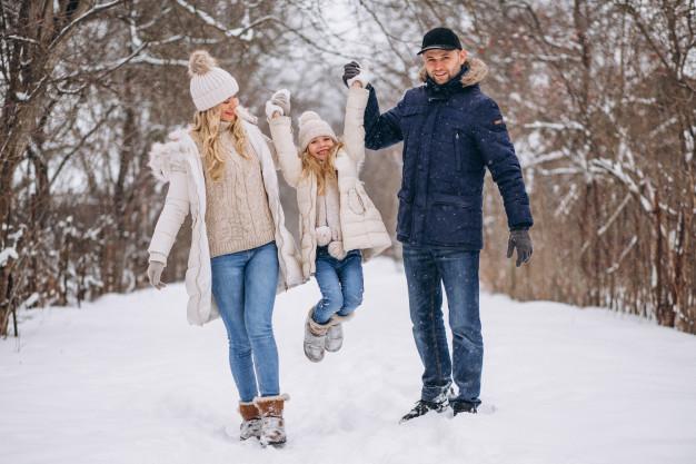 Die beste Kleidung für einen Weihnachtsspaziergang – die wärmsten Mäntel in der Saison